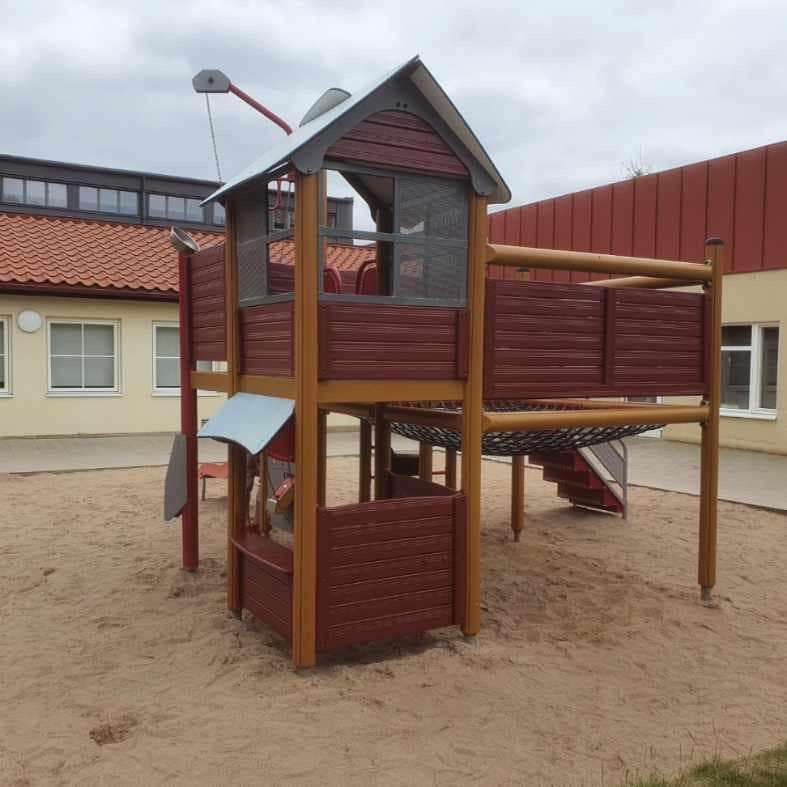 I samarbete med PEAB återupplivade vi en lekplats och dess omgivning med ett toppen resultat.